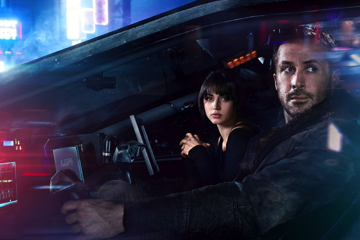 K lives with his holographic companion Joi (Ana de Armas), who often accompanies him in their apartment via portable projector