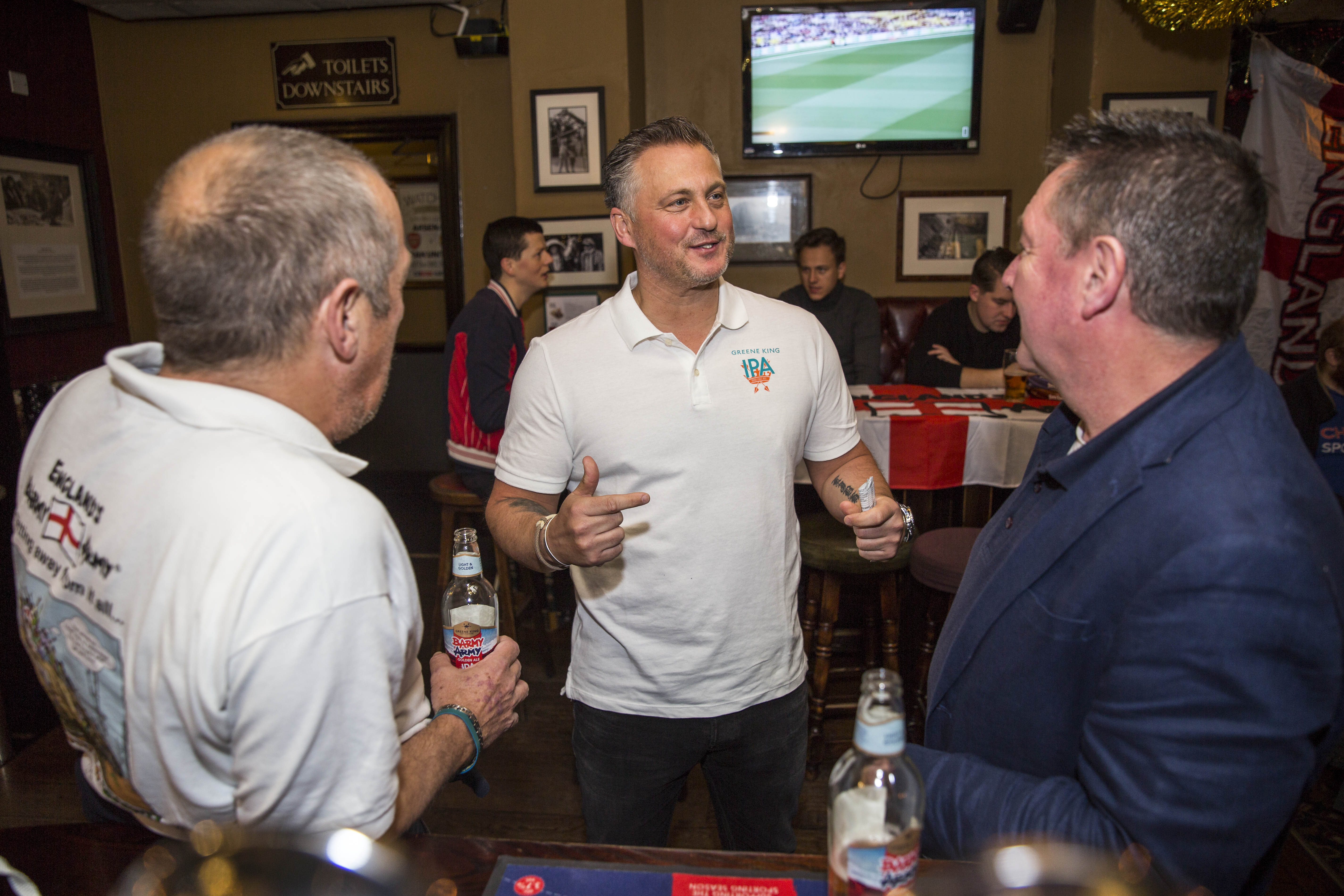 Darren Gough shares a pint with fans, while discussing the start of the second test of The Ashes