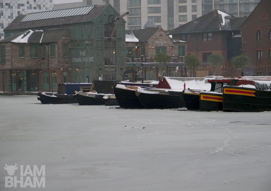Birmingham canal boats stuck in frozen water as temperatures drop