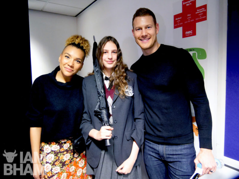 Umbrella Academy stars Tom Hopper and Emmy Raver-Lampman at Comic Con Birmingham with super fan Niamh MacNamee