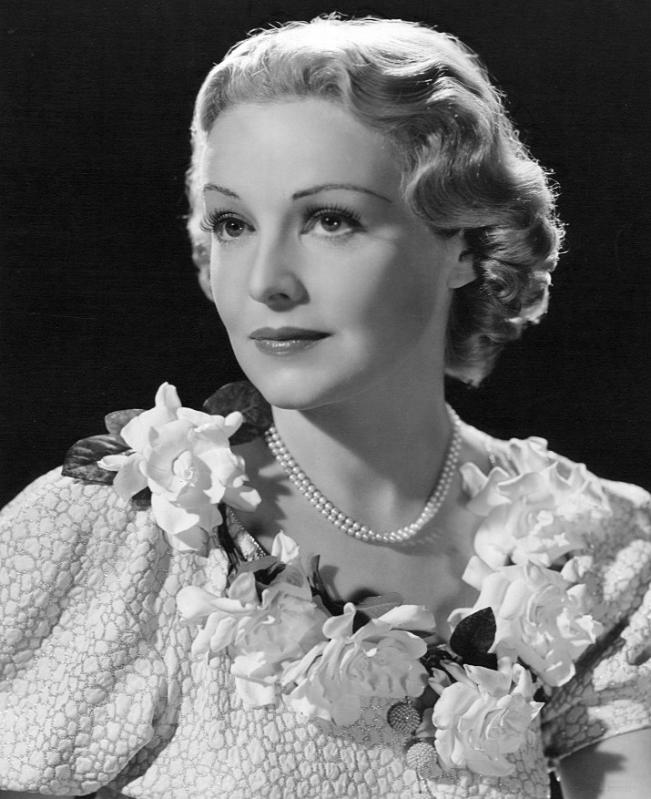 West Bromwich born actress Madeleine Carroll has received a Blue Plaque at the University of Birmingham