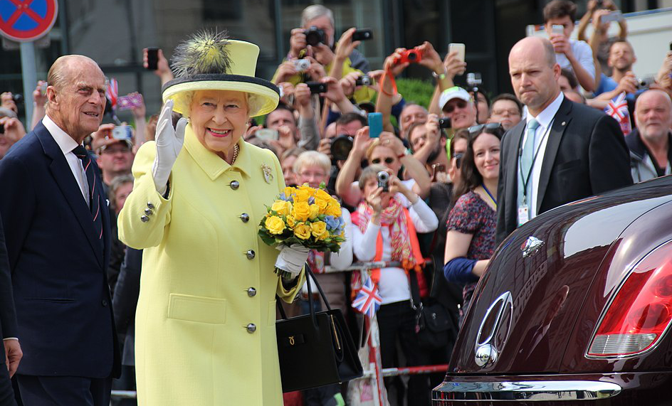 The Queen's coronavirus message urges people and communities to come together