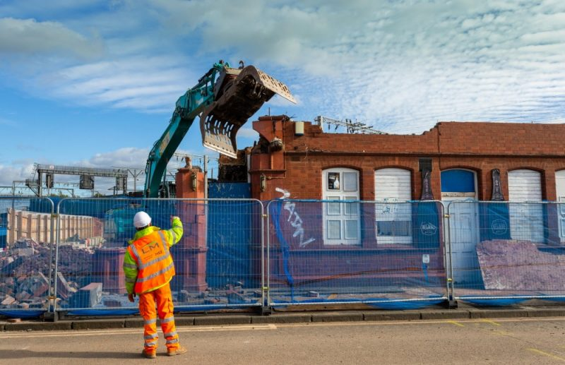 The Eagle and Tun pub being demolished to pave the way for the HS2 project