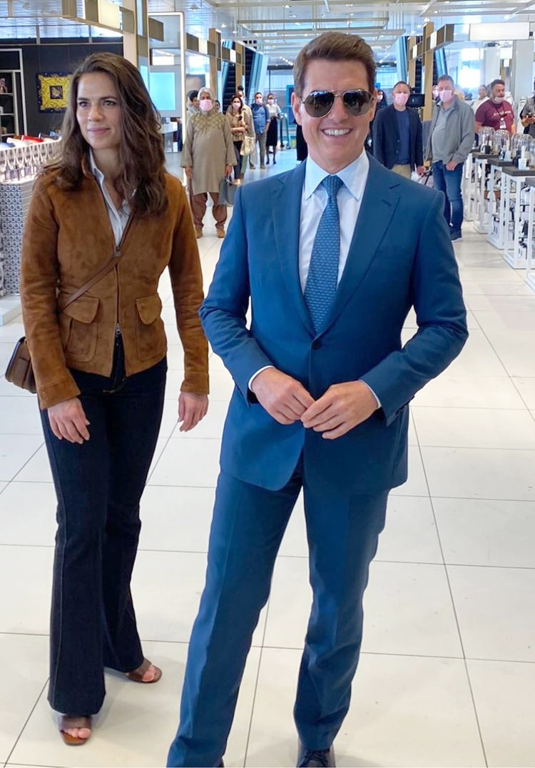 Tom Cruise and Hayley Atwell pose for fans in Grand Central Birmingham